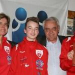 Per Ravn Omdal overrekte Fair Play prisen 2011 til Vikersund fotball.